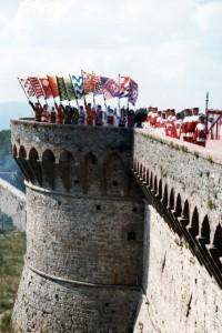Sbandieratori sulle mura della Fortezza Medicea